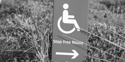 Sign with wheelchair with the text - Step Free Route